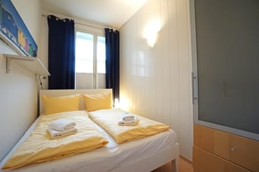 zweites Schlafzimmer mit Doppelbett (160x200 cm)