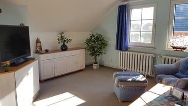 Wohnzimmer mit Kabel TV und 40-Zoll Fernseher