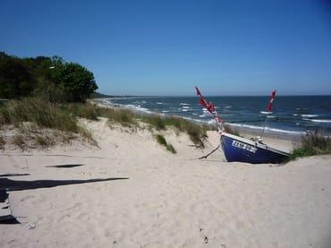 Fischerboot am Strand von Zempin
