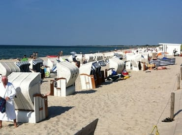 am Strand können Strandkörbe gemietet werden, separater Hundestrand, separater Fkk-Strand Spielmöglichkeiten für Kinder