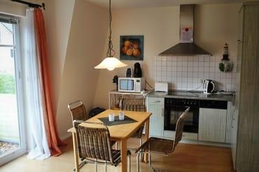 Küche mit Sitzecke, Kühlschrank, Spülmaschine, Kaffee-, Espressomaschine Microwelle, Abzug