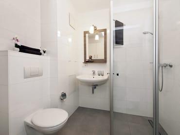 Duschbad mit WC ohne Fenster