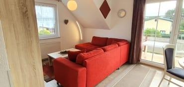 ... Wohnzimmer mit Ausgang auf den herrlichen - möblierten Südbalkon