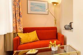 Hier der Blick in den Wohnbereich in der Loggia. WLAN ist kostenfrei vorhanden.
