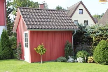 Gartenhaus mit Bollerwagen