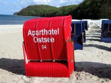 AHOI-Wohnung 402222-04 im Aparthotel Ostsee bietet von Mai bis September diesen STRANDKORB ohne Aufpreis
