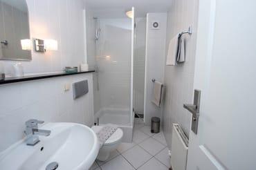 das Badezimmer (Duschbad)