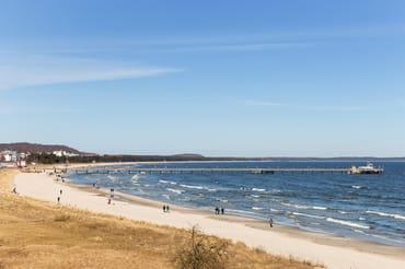 Fanny`s Meerblick erstreckt sich weithin über die Bucht, über Seebrücke und Kreidefelsen von Saßnitz.