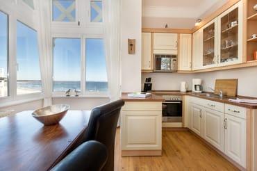 Die Küche ist komplett mit allen Annehmlichkeiten ausgestattet.