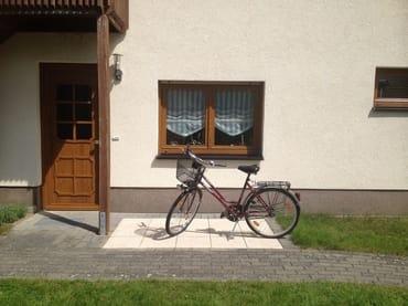 Eingang Ferienwohnung mit Fahrrad