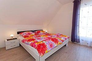 Eines der Schlafzimmer Wohnung 2