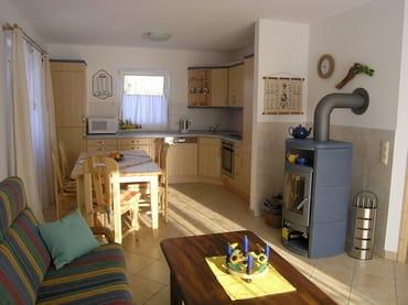 Wohnraum mit Kaminofen und komf.Küche