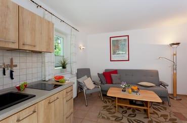Der Wohnbereich verfügt über eine integrierte moderne Küchenzeile (inkl.Geschirrspüler,Induktionskochfeld,Mikrowelle,Kühlschrank m.Gefrierfach,Wasserkocher,Toaster,Kaffeemaschine,Eierkocher)...