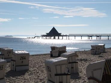Zum weißen Sandstrand oder zur Promenade, der Seebrücke, ...