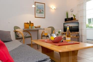 ... sowie über ein gemütliches Sofa, auf dem Sie nach einem erholsamen Urlaubstag die Seele baumeln lassen können.