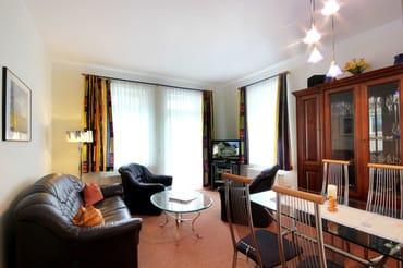 separater Essplatz im Wohnzimmer
