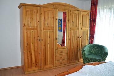 Großer Schlafzimmerschrank