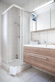 Bad 2 mit Dusche, WC