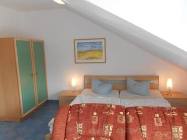 Schlafbereich mit Doppelbett