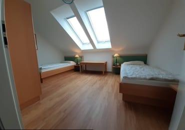 Kinder-/Schlafzimmer mit 2 Betten