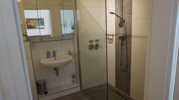 große Walk-In-Dusche