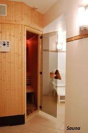 Saunaliebhaber aufgepasst: Das Schwitzbad ist nur wenige Meter vom Appartement entfernt und kann bequem im Bademantel und in Badeschlappen erreicht werden.