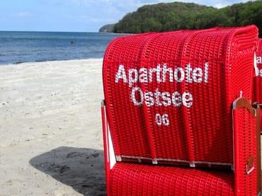 URLAUB - AHOI-Wohnung 402222-06 im Aparthotel Ostsee bietet von Mai bis September diesen STRANDKORB ohne Aufpreis