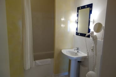 Badezimmer mit Badewanne Wohnung 4