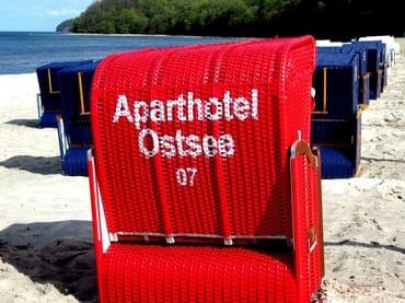 AHOI-Wohnung 402222-07 im Aparthotel Ostsee bietet von Mai bis September diesen STRANDKORB ohne Aufpreis