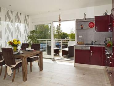 integrierte Küchenzeile  mit Zugang zum Balkon