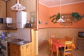 Küche mit mit Essecke