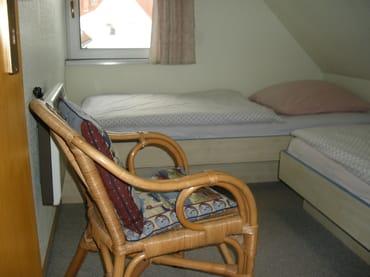 Schlafzimmer mit Einzelbetten (1. OG)
