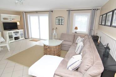 Wohnzimmer mit eigener, großer Terrasse