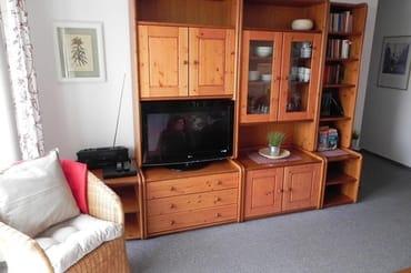 Wohnzimmerschrank mit TV-Flachbildschirm