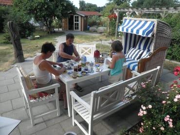 Kinderfreundliche Ferienwohnung mit Bollerwagen, Babybett und Kinderhochstuhl