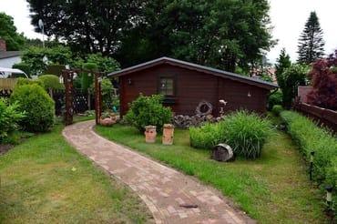 Blick vom Garteneingangsbereich