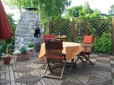Terrasse mit Grillkamin