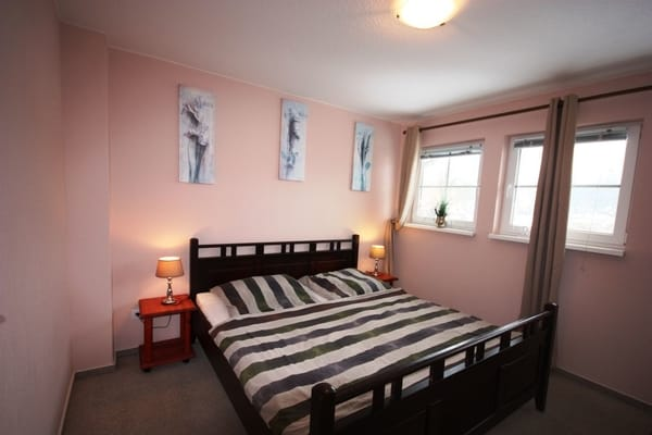 Schlafzimmer 1 mit Doppelbett 180*200