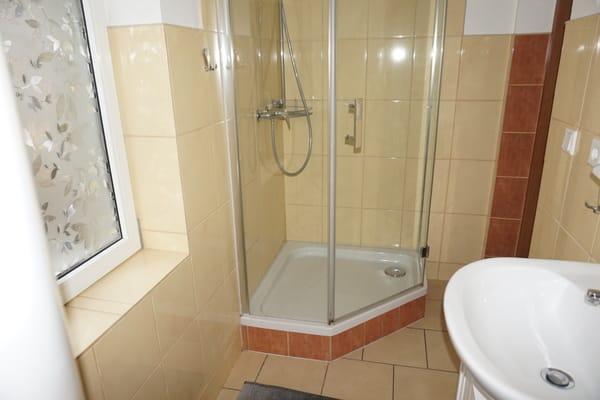 zu dem Bad von Bild 3 noch die Dusche