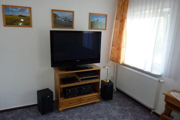 TV (Kabel) und Stereoanlage im Wohnraum