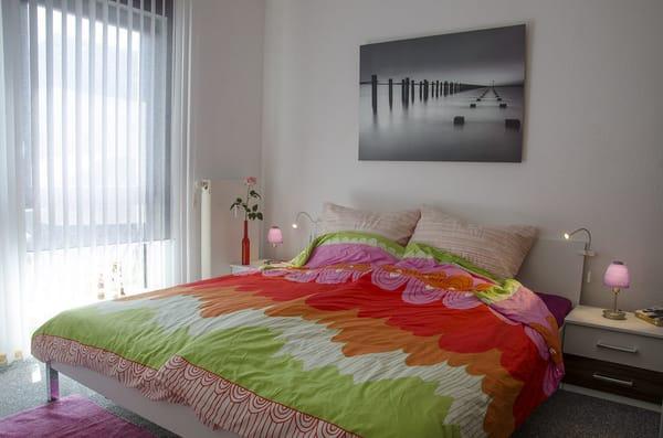 helles und freundliches Schlafzimmer