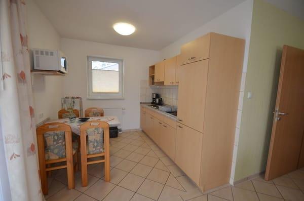 Wohnung Nr 2 mit Wohnküche, Microwelle,Herd, Kühlschrank,Wasserkocher und Toaster uvm.