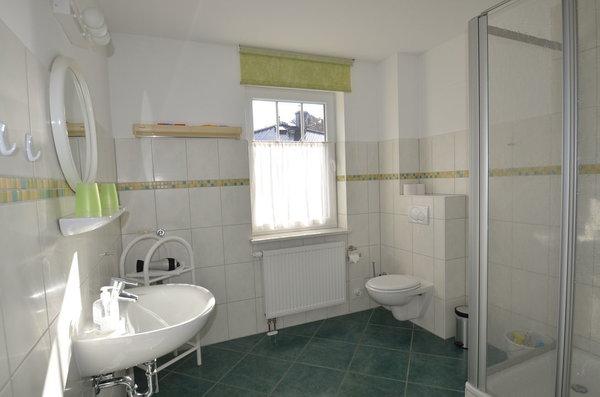 Bad mit Dusche und Fußbodenheizung