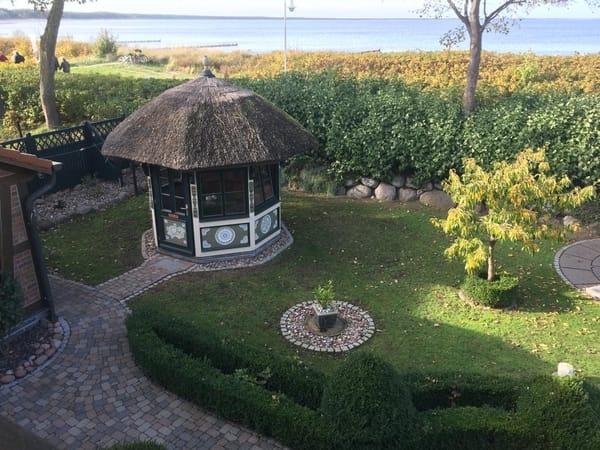 Ihr Blick auf die Ostsee, von den Dachgeschosswohnungen heraus gesehen
