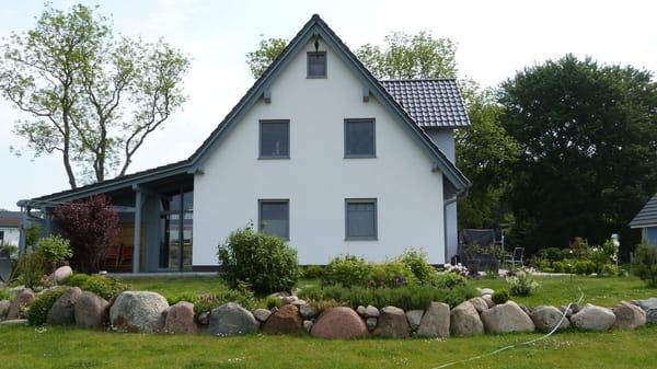 Ferienwohnung und Garten mit Terrasse