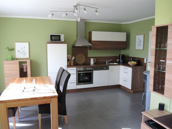 Küche mit großzügigem Essbereich