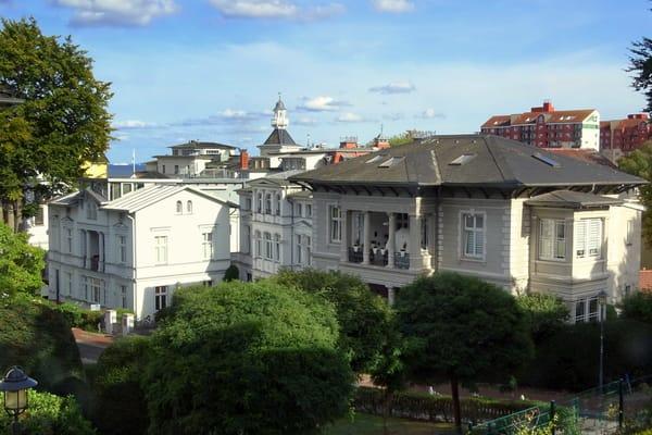Blick aus Schlafzimmer, Küche und vom Balkon