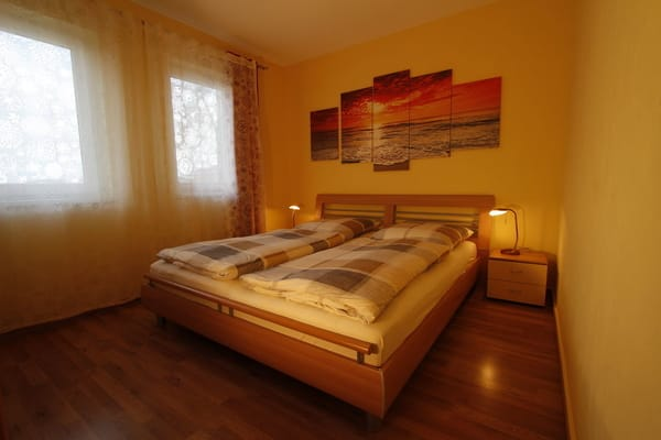Bett mit verstellbarem Lattenrost