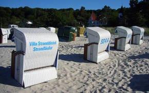 Von Mai bis September steht für Sie am Strand vor der Villa ein kostenfreier Strandkorb bereit.