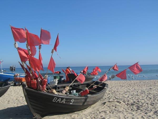 Fischerboote am Ostseestrand